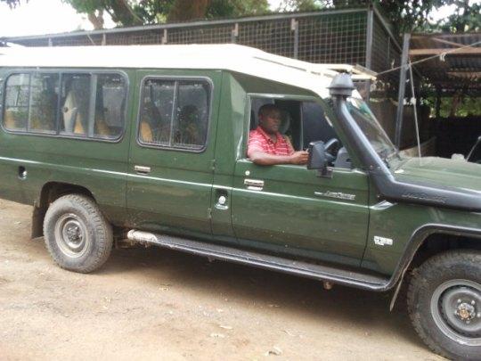 5374c2f151e7 4×4 Safari Landcruiser ...